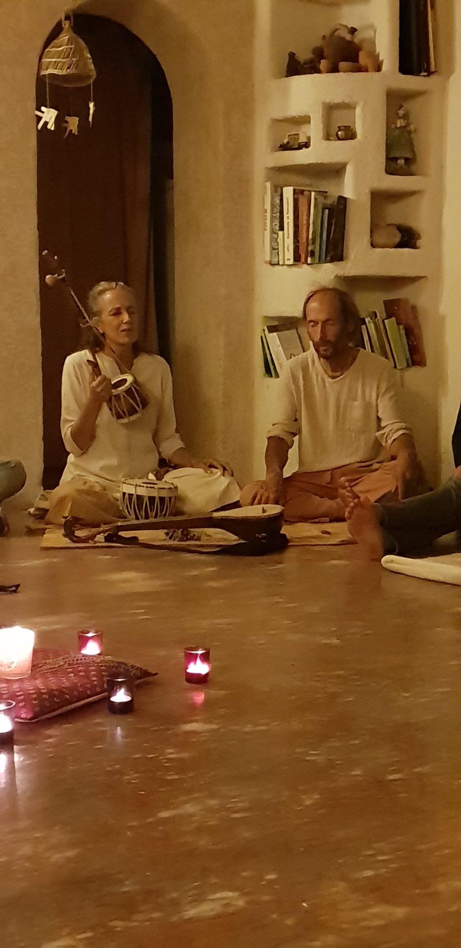 Maha Prana Chants sacrés. Soirée organisée par l'association Yoga la Voie du Coeur, Ile d'Oléron 2019
